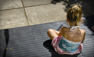 lonely_child_sitting_ps